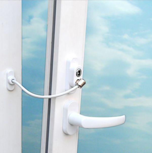 Детский замок (блокиратор) с тросиком и ключом на окно