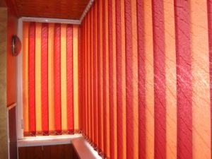 Жалюзи и рулонные шторы на балкон или лоджию